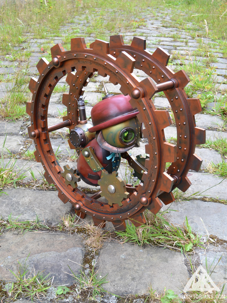 Julias Endless and his Monowheel Mechtorian sculpture by Doktor A.