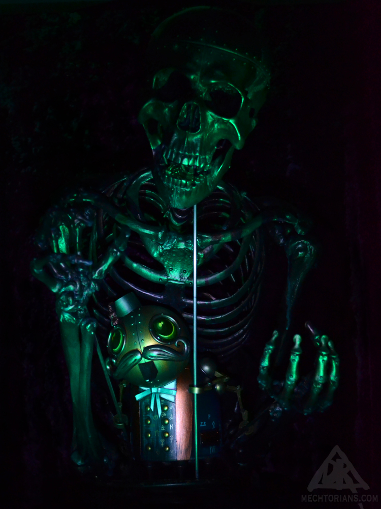 Necromancer Mechtorian sculpture by Doktor A.